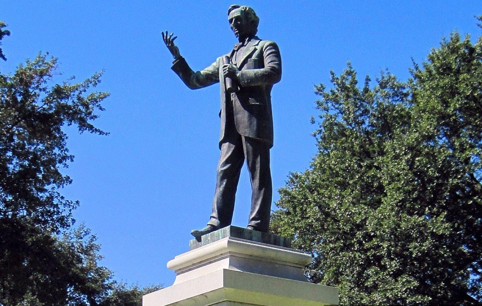 42 Davis Jefferson Statue