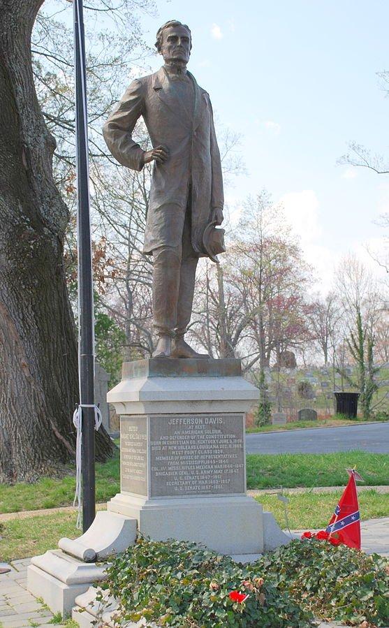 48 Jefferson Davis Statue at his Grave