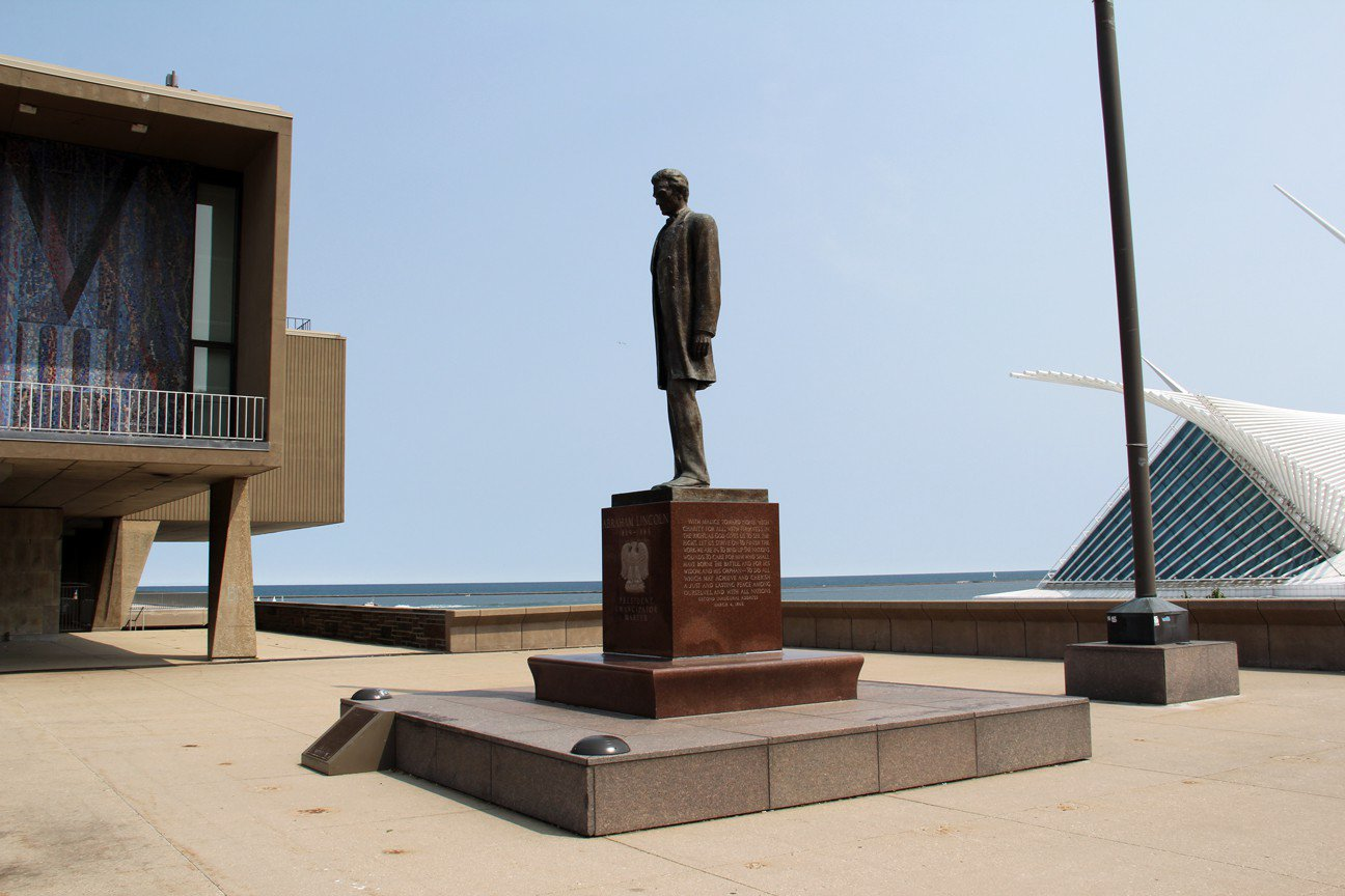 53 Abraham Lincoln Statue and Monuments 4