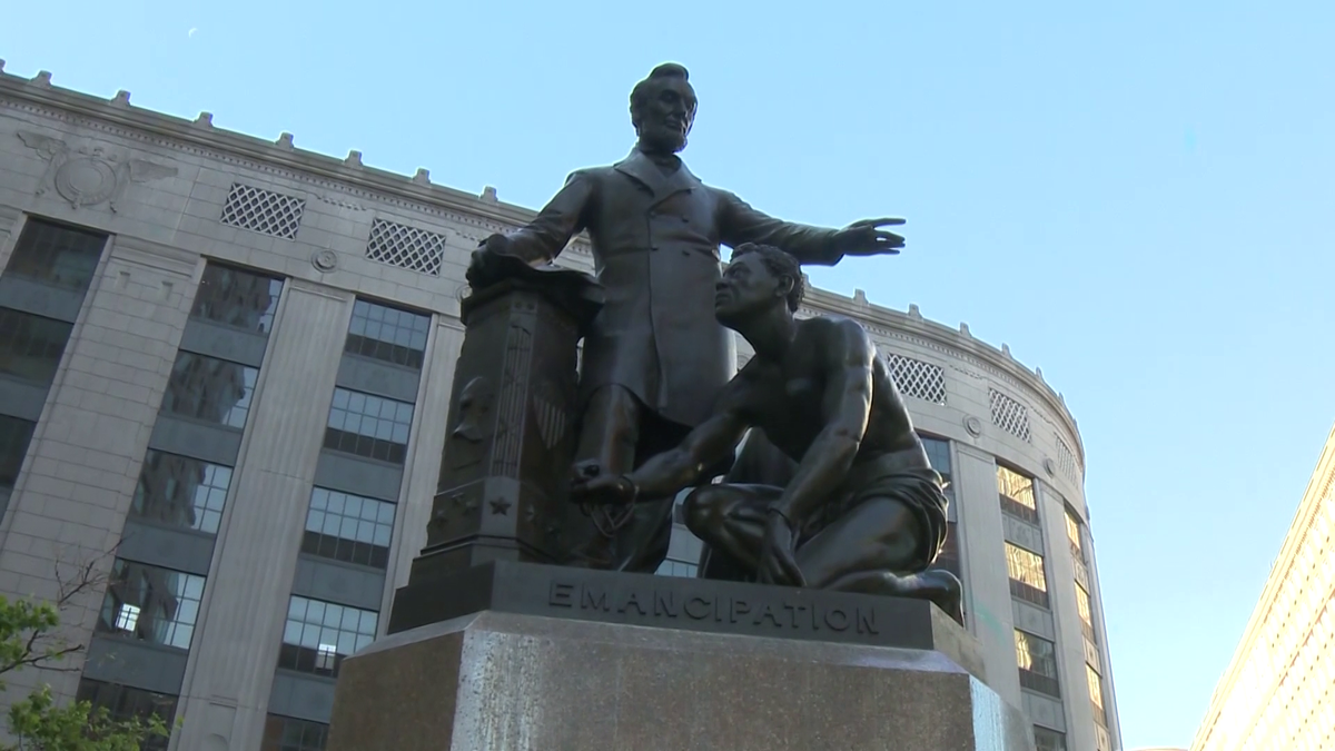 55 Abraham Lincoln Statue and Monuments 6