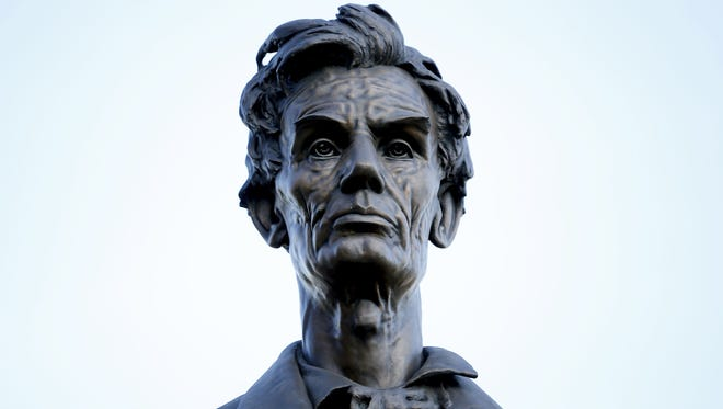 57 Abraham Lincoln Statue and Monuments 7