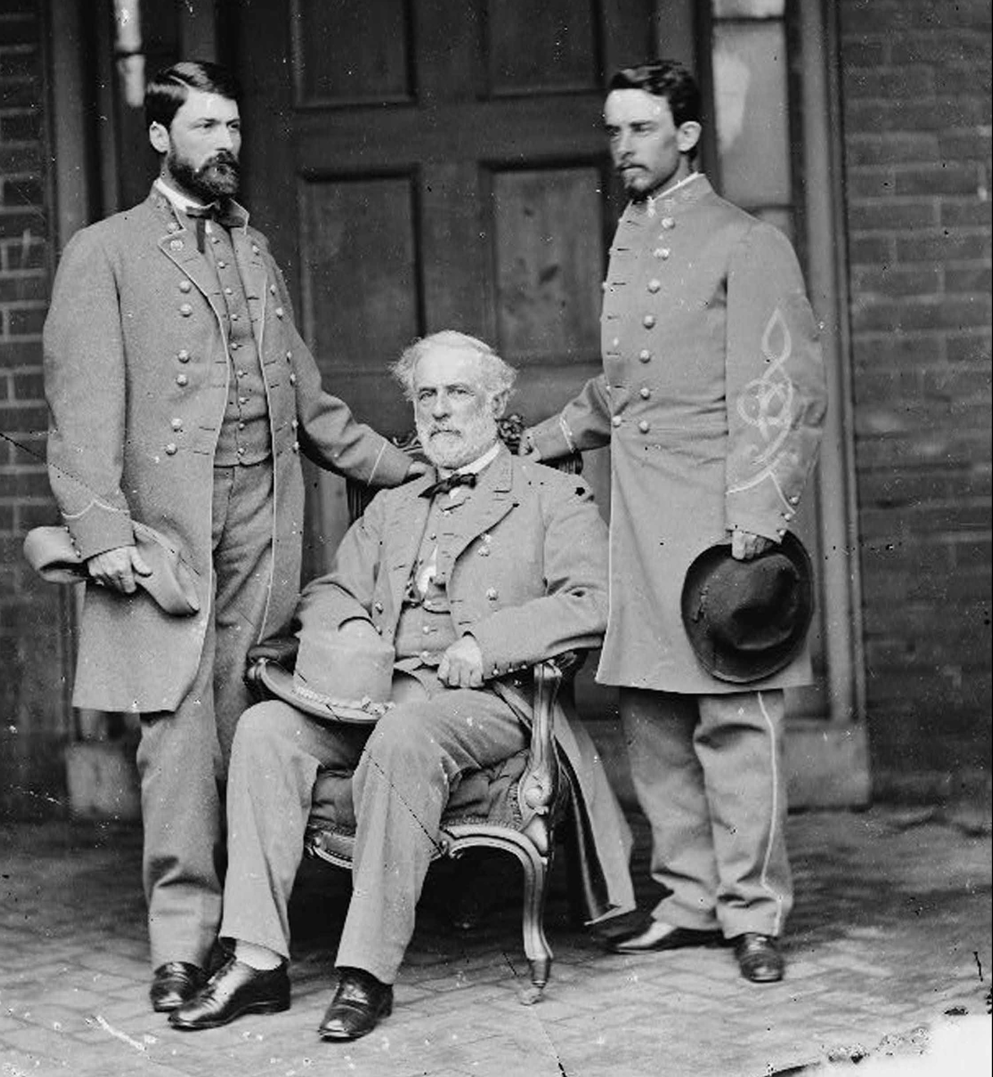 37 Robert E Lee with young confederate officers