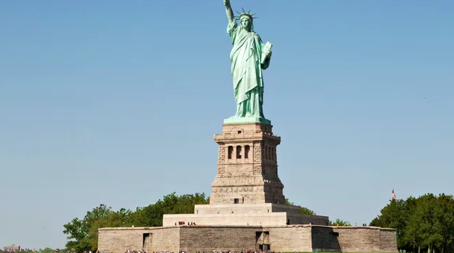 Statue of Liberty France GIFT to the US to Honor those who faught for America Liberty and Freedom The SOUTHERNERS beat the British empire for every American today to ENJOY the freedom they have
